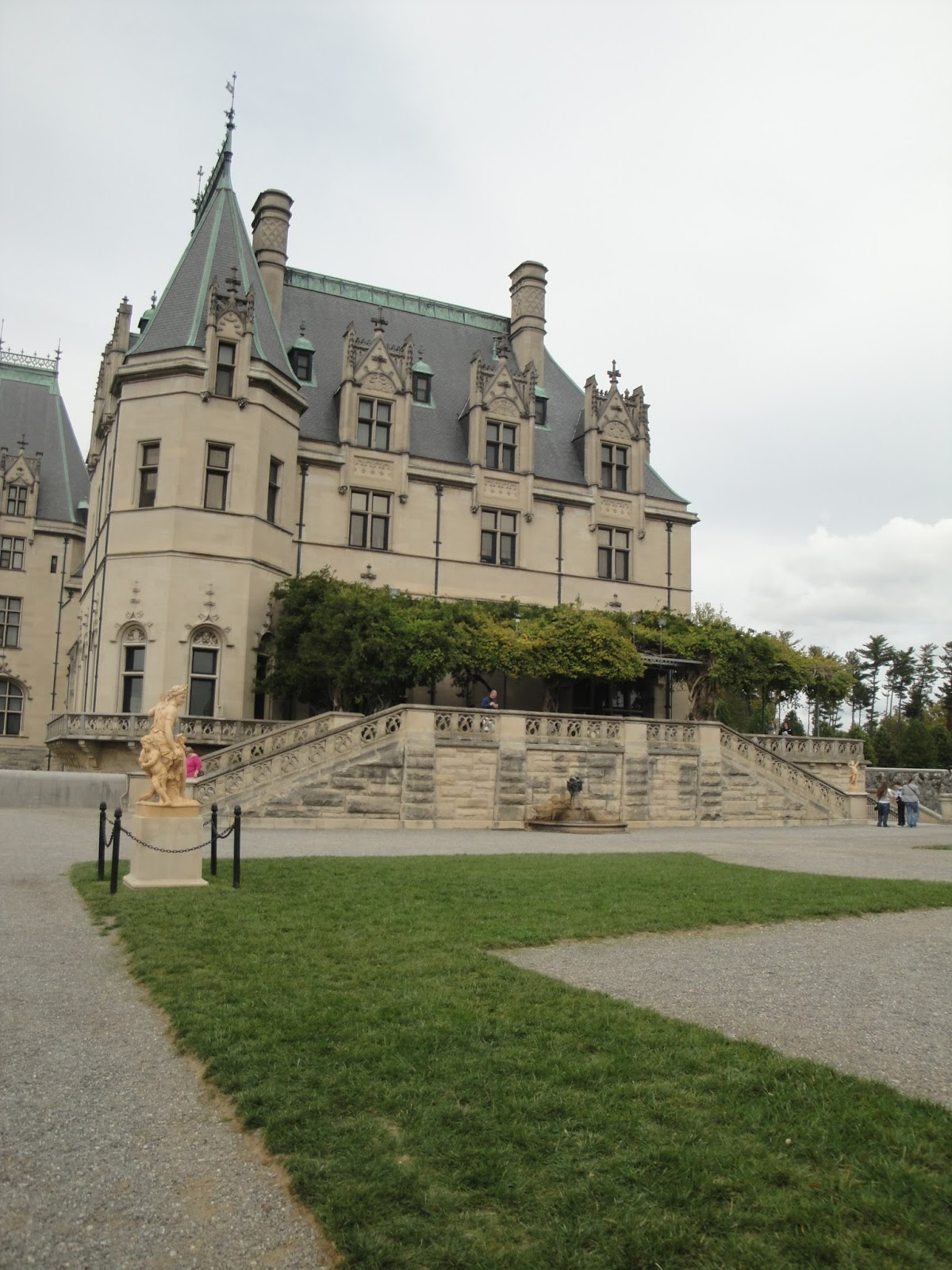 Biltmore estate halloween pictures to pin on pinterest for Is biltmore estate haunted