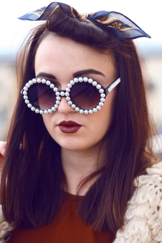red lips, dark lips, vintage, natural look, pearl sunglasses, vintage sunglasses, plain skin, 40's, pin up, vintage look