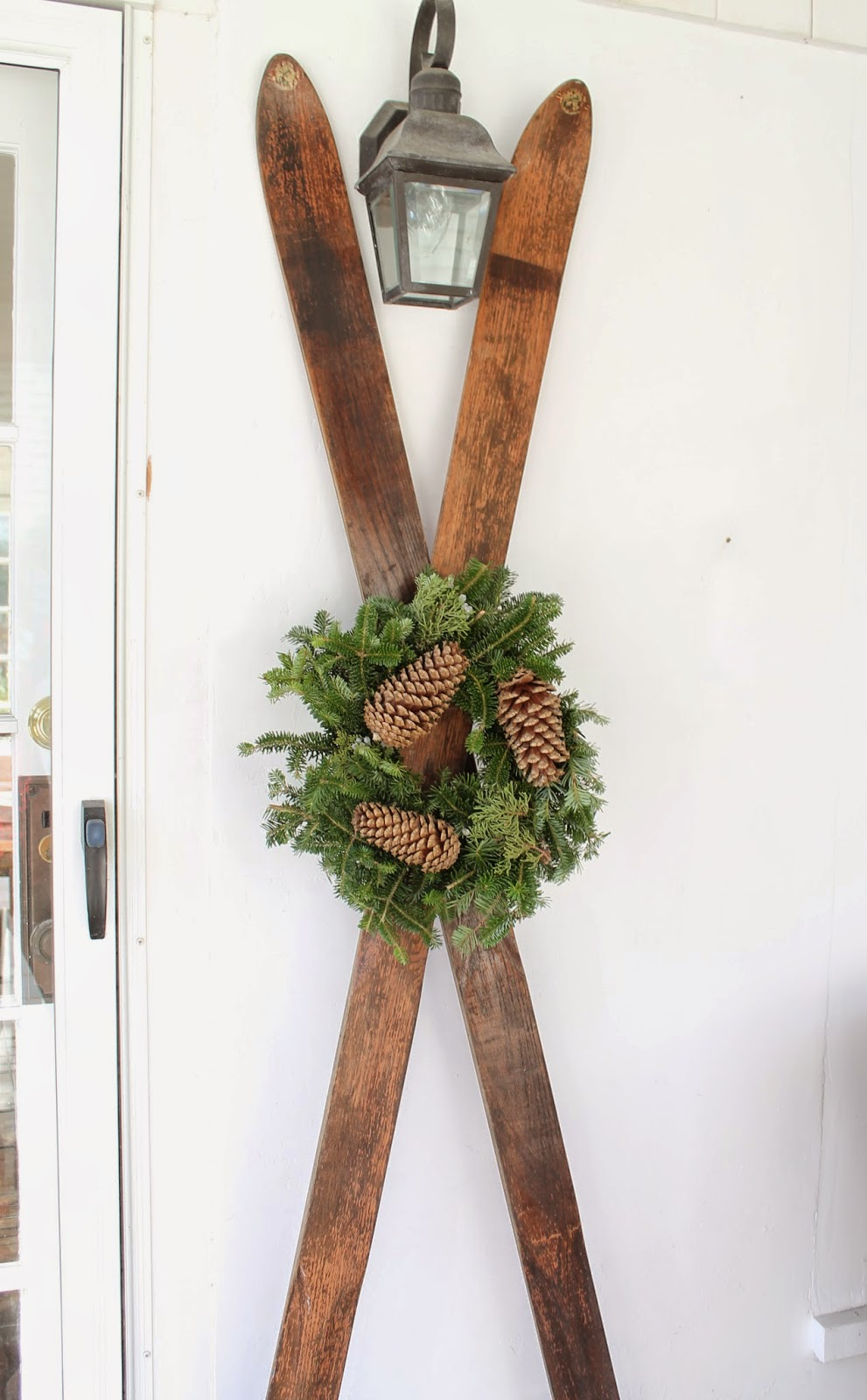 The picket fence projects outdoor holiday decor for Outdoor seasonal decorations