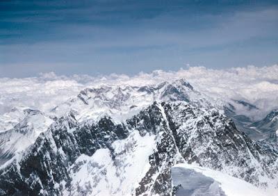 El Lhotse desde la cima del Everest. Foto tomada por Hillary el 29 de mayo de 1953. VIsta hacia el sur
