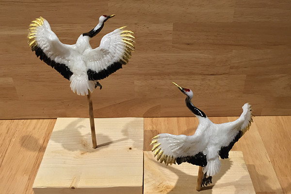 09-Cranes-Ame-shin-Amezaiku-Japanese-Art-of-Candy-Animal-Sculptures-www-designstack-co