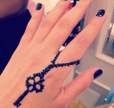 Mashmoom: Lovely Henna tattoo at Hair Time Salon , Jabriya , Kuwait .