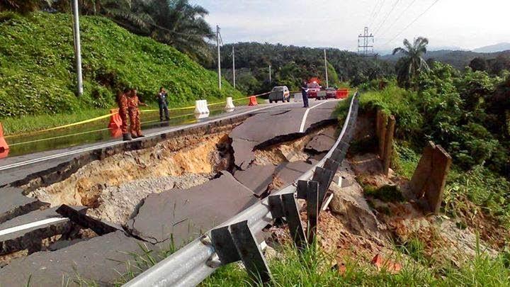 Tanah Runtuh Di Jalan Kuala Slim Perak