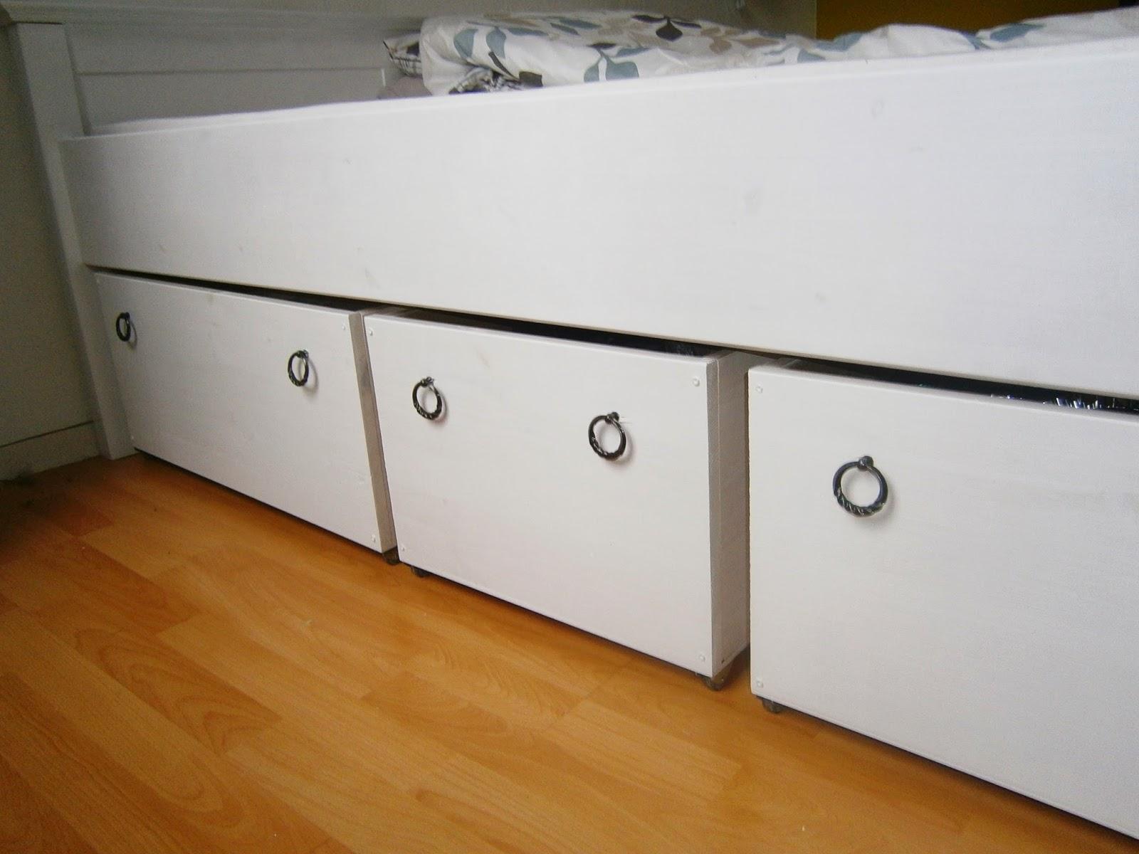 ... Stauraumbett: Weiß streichen und Bettkästen selber bauen