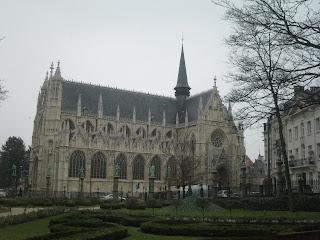 Notre-Dame du Sablon desde el Petit Sablon en Bruselas