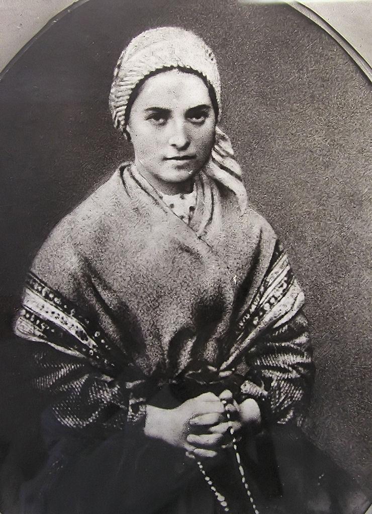 "Santa Bernadette transmitiu a mensagem de Nossa Senhora de Lourdes: ""Penitência, penitência, penitência"""