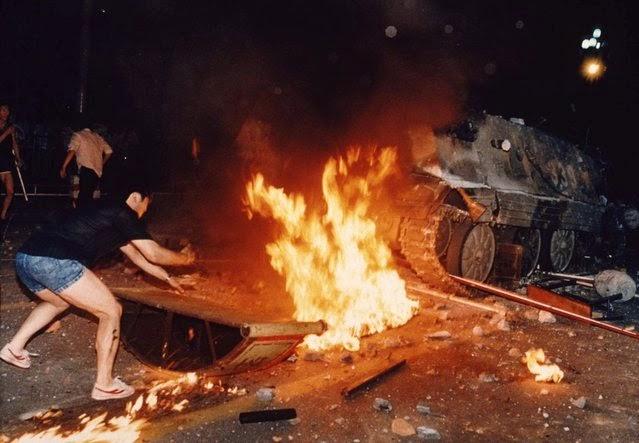Quemando un tanque Plaza de Tiananmén 1989