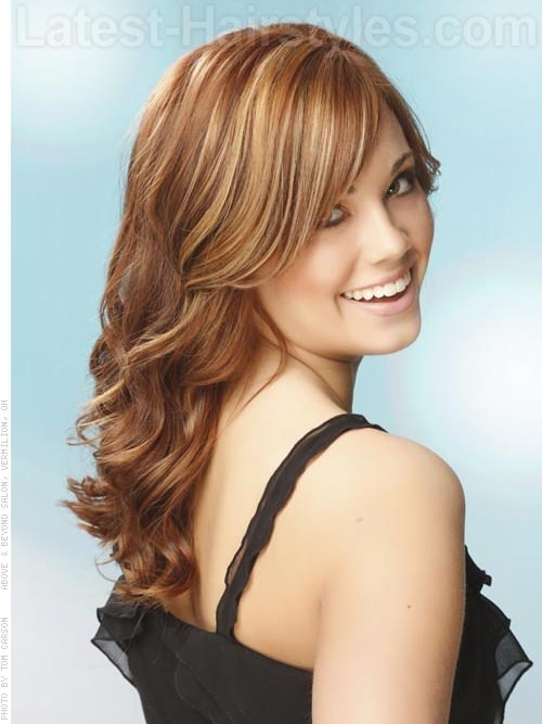 potongan rambut pendek untuk wajah bulat dan rambut bergelombang