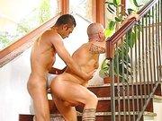 Sexo gay na escada