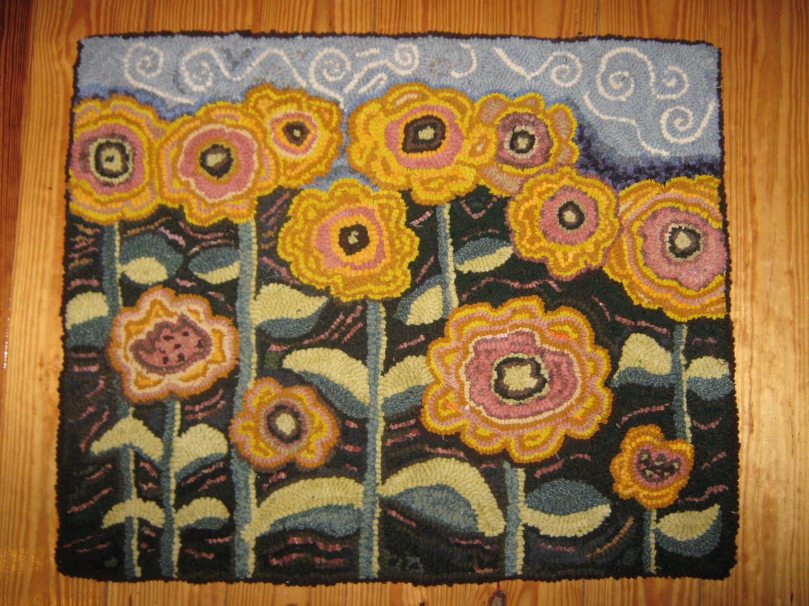Vintage Spice and Everything Nice: Completed sunflower rug