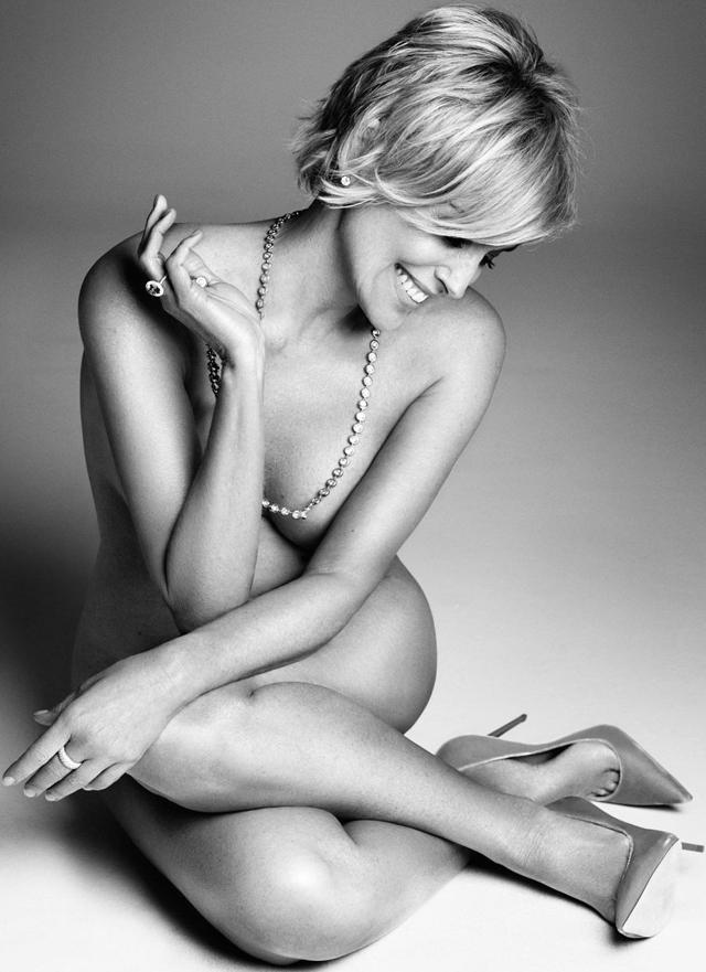 Sharon Stone desnuda para Harper's Bazaar