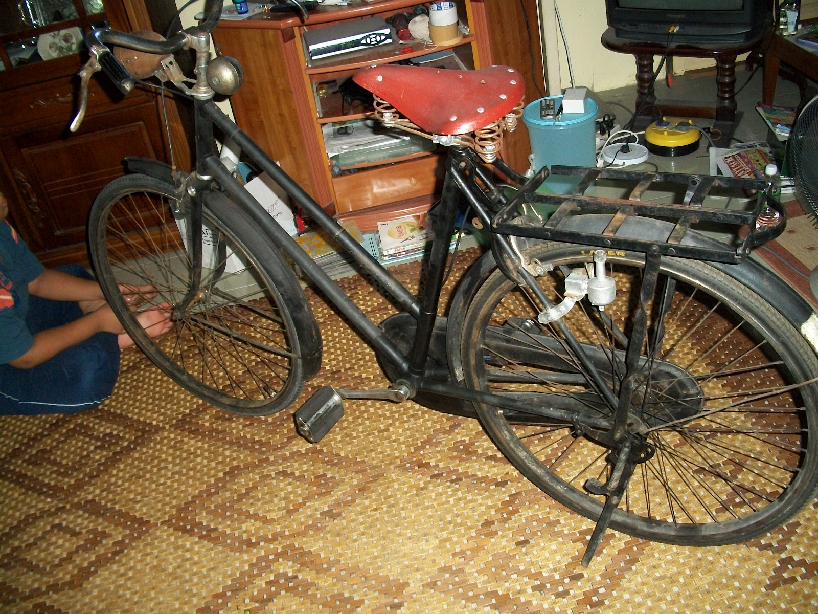 collectible items vintage raleigh lady bicycle 26 39. Black Bedroom Furniture Sets. Home Design Ideas