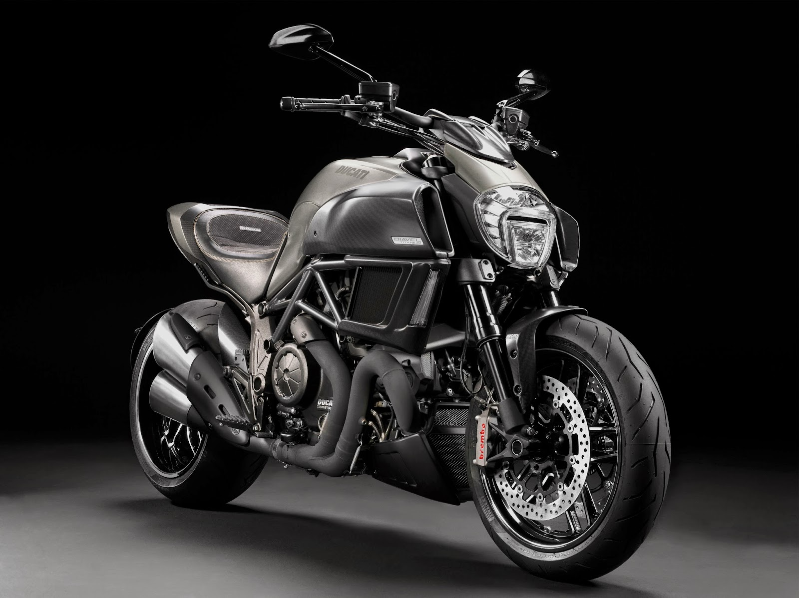 racing caf ducati diavel titanium limited edition 2015. Black Bedroom Furniture Sets. Home Design Ideas