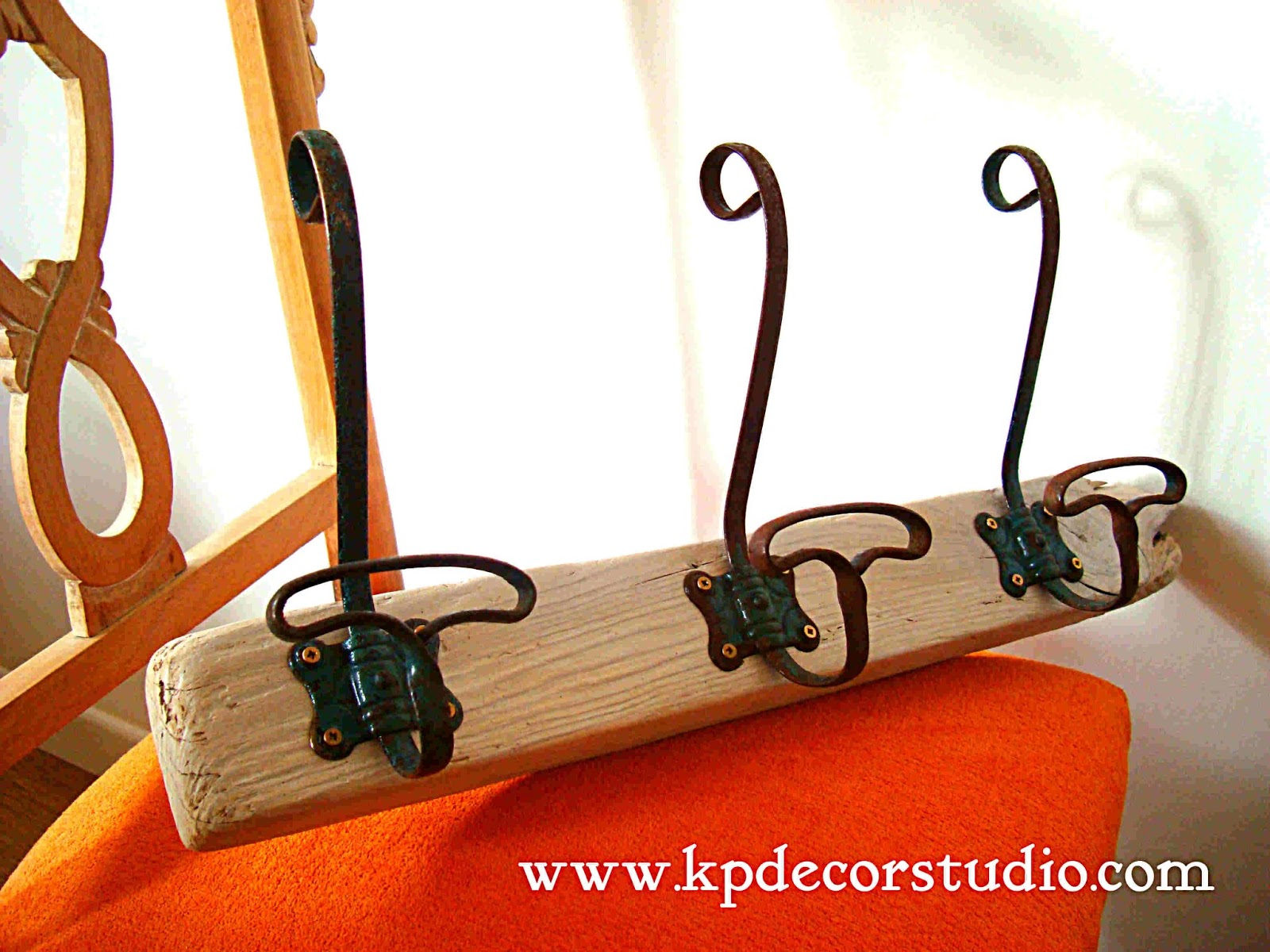 Kp tienda vintage online perchero artesanal de madera con 3 colgadores de forja handmade - Perchero de pared original ...