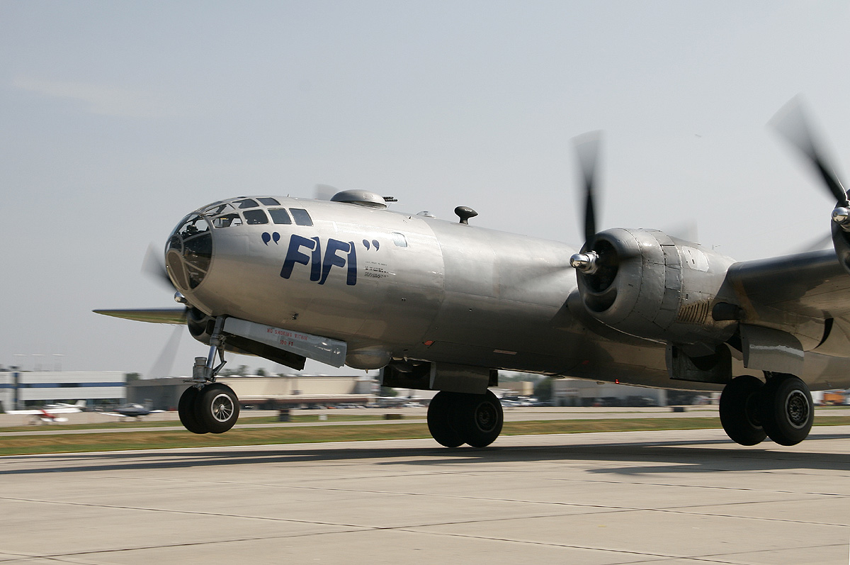 """the aero experience: caf's b-29 """"fifi"""" flies passengers over st. louis"""