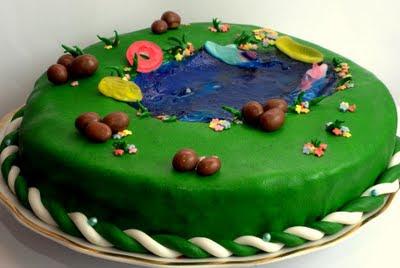 Tort jezioro z masy cukrowej