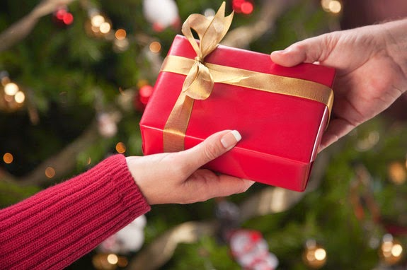 christmas gift essay The gift of holiday traditions: kwanzaa, hanukkah, and christmas students might conclude by writing a brief essay about their family gift giving gift giving.
