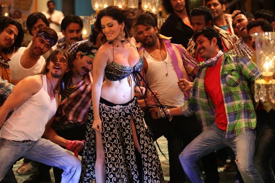 Sunny Leone big boobs cleavge pics