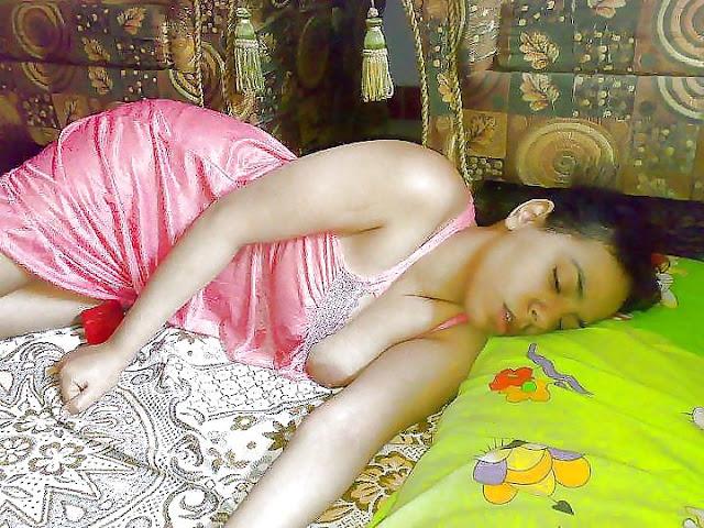 Desi Cute BHabhi Nude Pussy Show Pictures   nudesibhabhi.com
