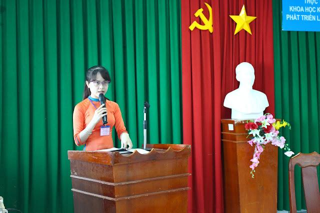 MC Nguyễn Phương Thảo giới thiệu đoàn Chủ tịch chủ trì Hội thảo