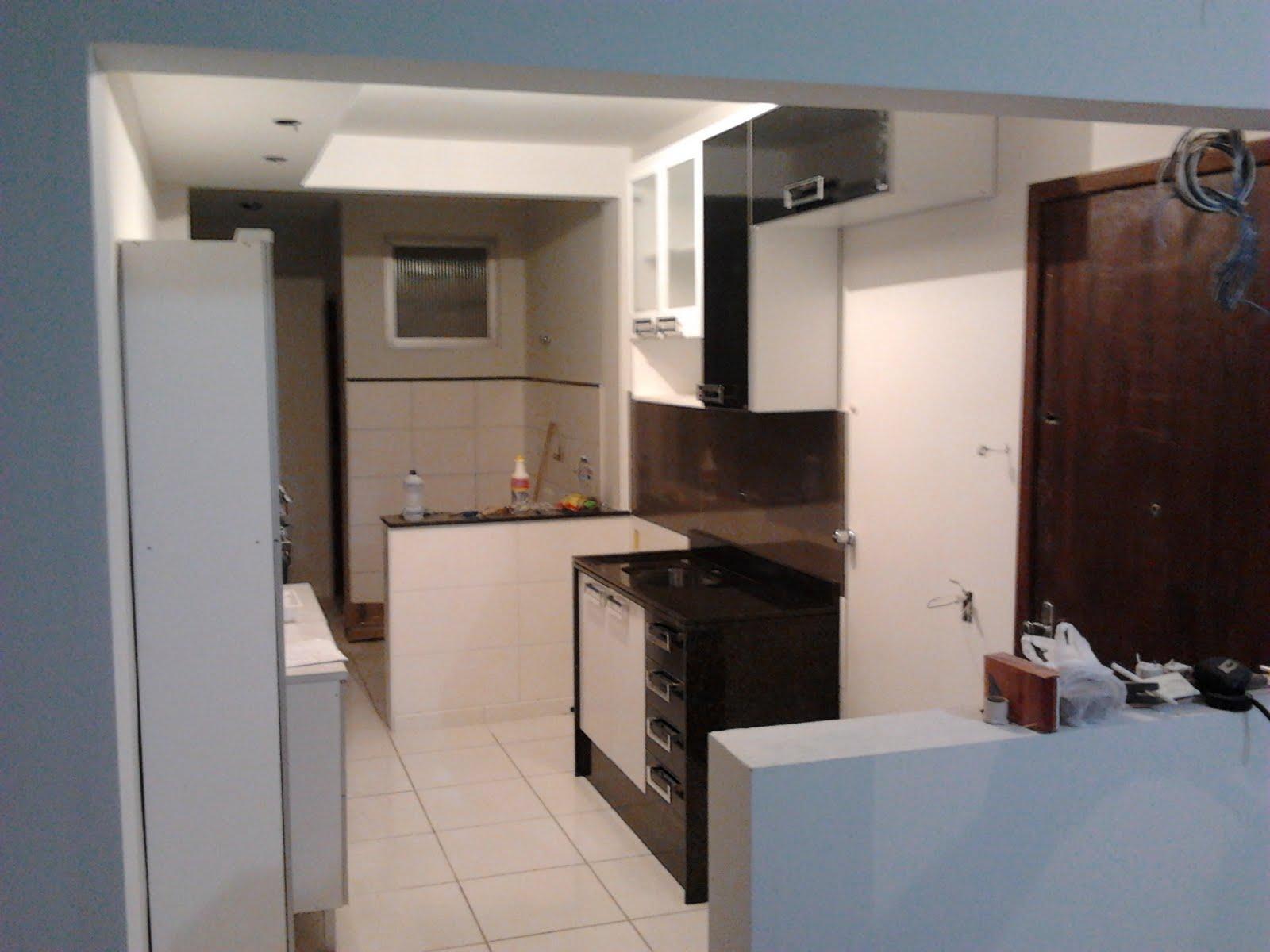 #80604B  Janela Pivotante vs Convencional (Divisa da cozinha c/ área de 1762 Janela De Aluminio Para Area De Serviço