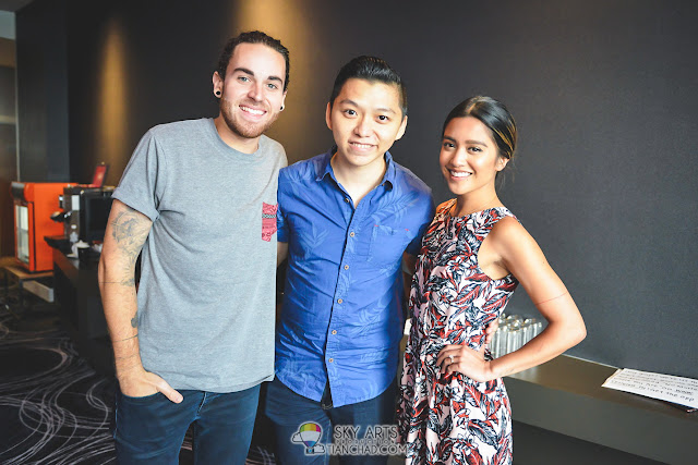 Ending this post with a photo of  UsTheDuo and chubby me