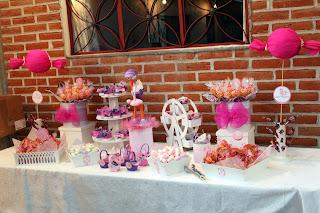 mesa de dulces babyshower con fofucha cigüeña