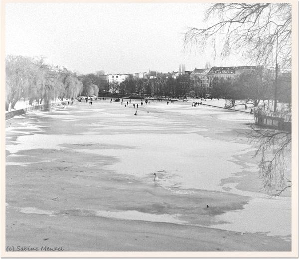 Psynopsis Frozen Landwehrkanal Urbanhafen