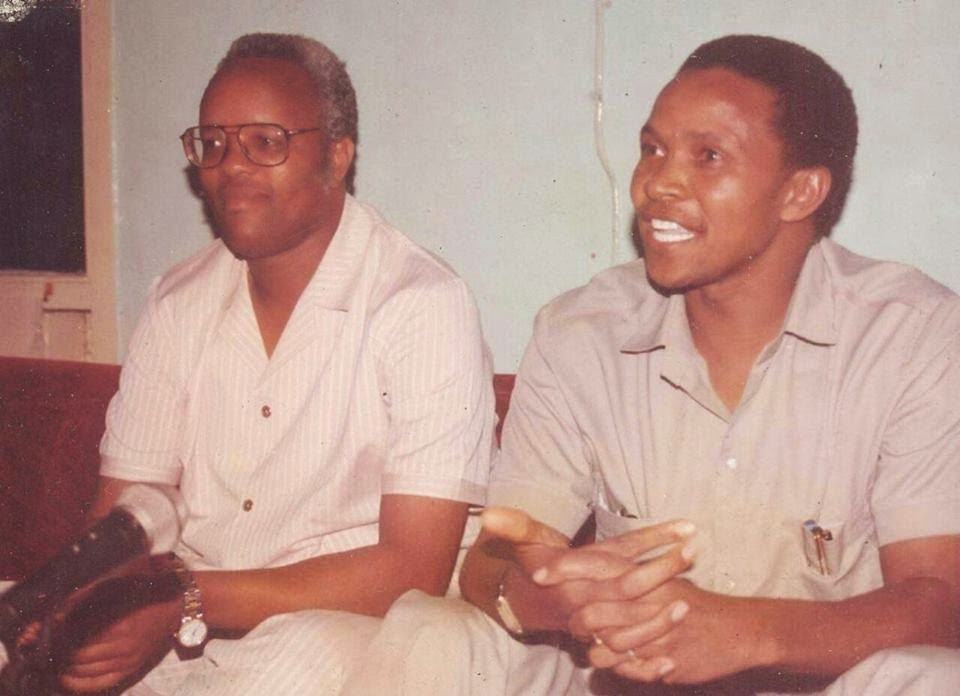 picha ya maktaba ikiwaonesha Lowasa (kushoto, aliyevaa miwani) na Kikwete miaka kadhaa iliyopita