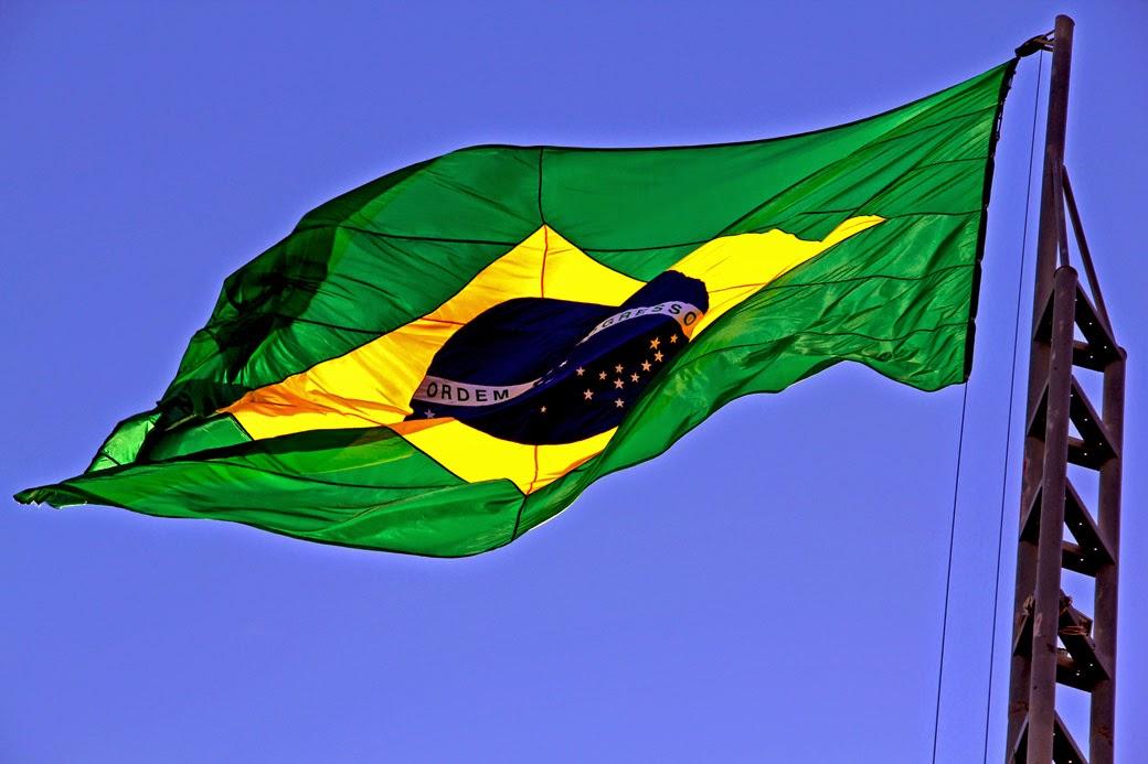 http://capitaojacksonredevizinhos.blogspot.com.br/2012/06/troca-do-pavilhao-nacional-evento.html