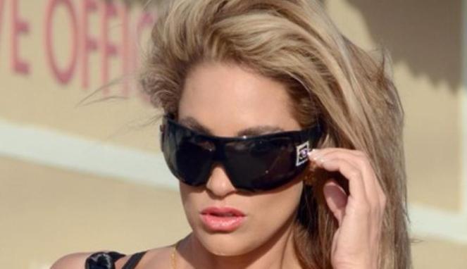 Foto Insiden Celana Melorot Model Seksi AS Jennifer Nicole Lee