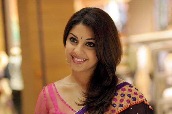 Richa Gangopadhyay Latest Closeup Cute Stills Photos gallery pictures