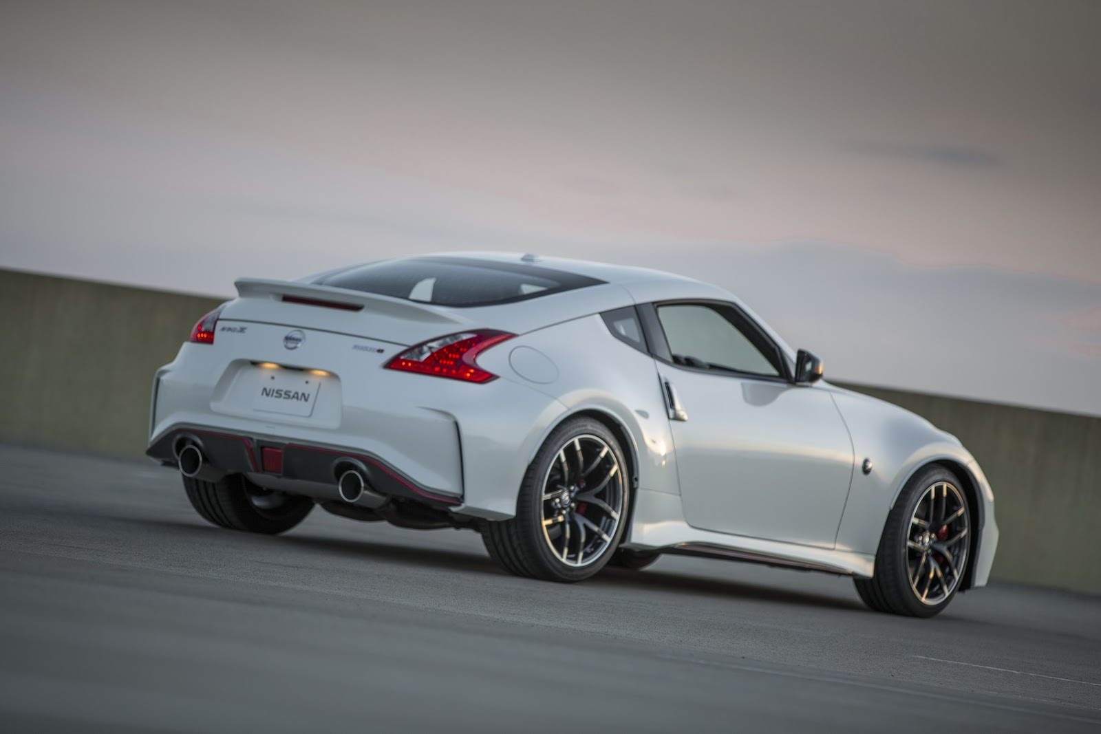 2016 nissan 370z coupe and 370z nismo get fake engine. Black Bedroom Furniture Sets. Home Design Ideas