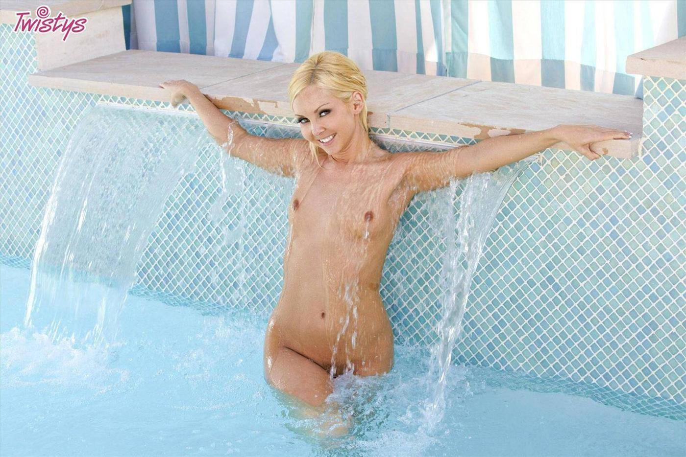www.CelebTiger.com+Aaliyah+Love+Splish+Splash+By+The+Pool+2013aaliyahlovets042112 p02 125DVH366 Blonde Model Aaliyah Love Splish Splash By The Pool And To Get Nude When Alone HQ Photos