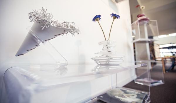 Prezzi tavolini da salotto di design in plexiglass trasparente.