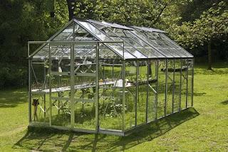 aménagement de jardin : l'exemple de la serre de jardin
