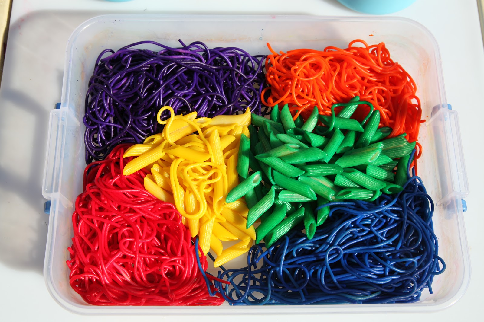 Colored Spaghetti | Activities For Children | PLAY Recipes, Sensory ...