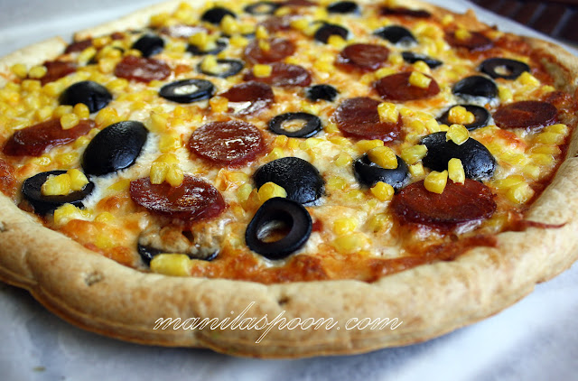 Chorizo, olives and corn make this Spanish-style pizza oh so delicious! Quick and easy to prep! Freezable, too. Chorizo and Corn Pizza