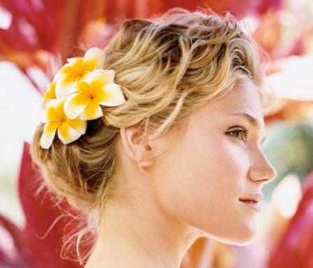 acconciature capelli ricci, look spiaggia, capelli, hair style, moda capelli