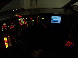 Imagen con el interior del coche fantástico, KITT