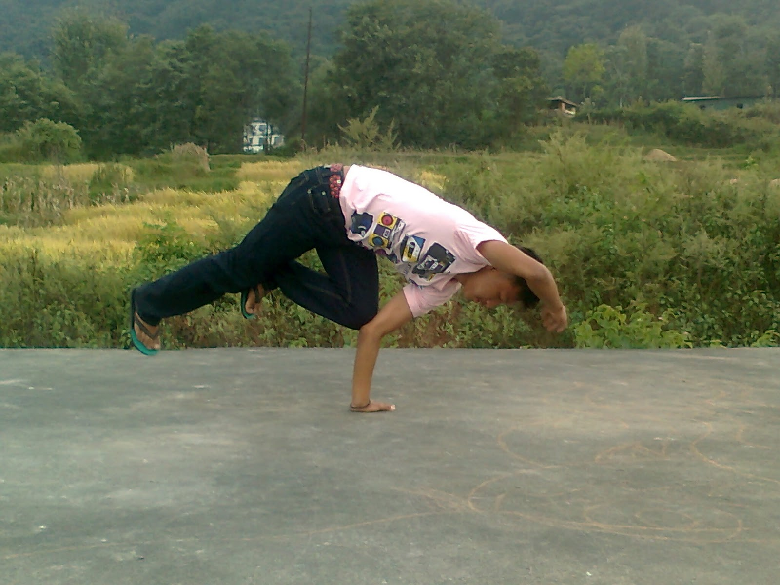 B boying step for beginner b boying tutorials how to do b boying you might also like baditri Image collections