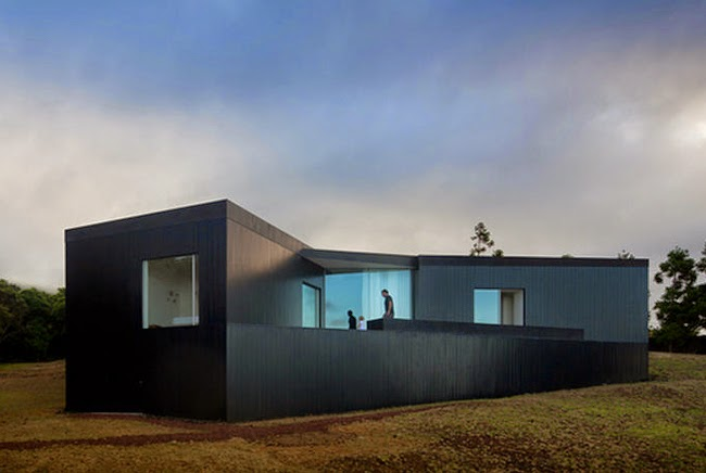Casa negra y blanca moderna minimalistas 2015 for Casa moderna blanca