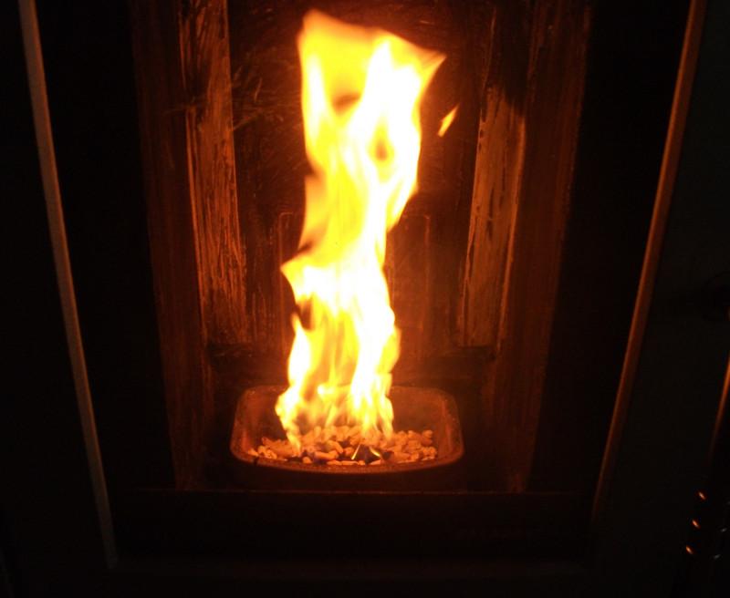 Consigli per risparmiare con la idro stufa a pellet for Caldaia a metano o pellet cosa conviene