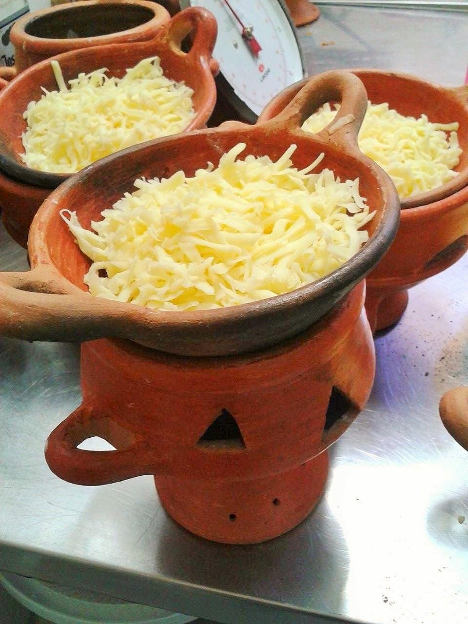 """""""queso fundido"""" cotto nelle """"anafres, terrecotte speciali"""