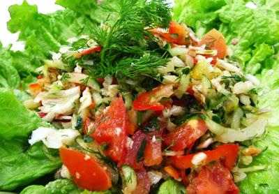 Салат из белокочанной капусты с помидорами и яблоками