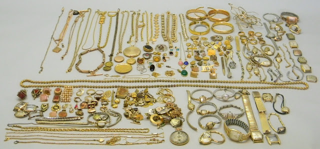 How to Determine Resale Value of Gold Jewelry
