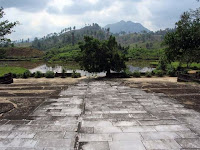 Rio perfume junto túmulo do Imperador Gia Long (Hue)