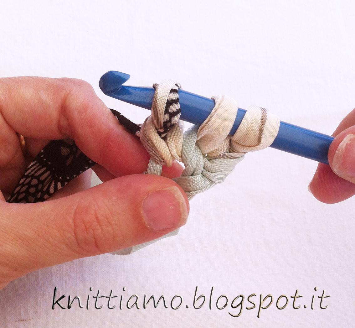Come realizzare un bracciale di fettuccia