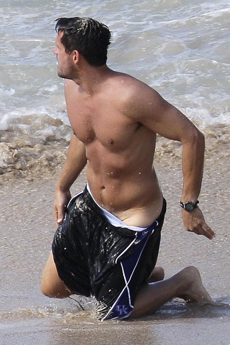 Josh Hopkins Shirtless Beach Photos Out Loud Magazine