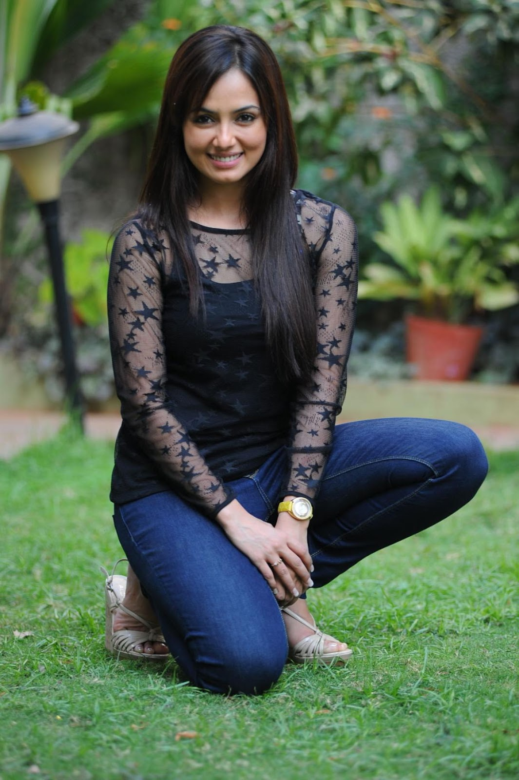 http://4.bp.blogspot.com/-cV7KJ4yiOp4/T7wDaNCsKvI/AAAAAAAAFd0/lRtdTUHJJOo/s1600/sana-khan-hot-black-dress+(5).jpg